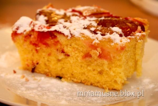 Ciasto kukurydziane ze śliwkami