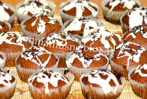 Muffinki – murzynki z wisienkami