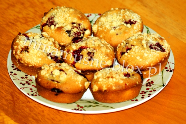 Muffinki malinowe z kruszonką