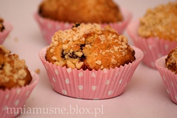 Muffinki z wiśniami i kruszonką