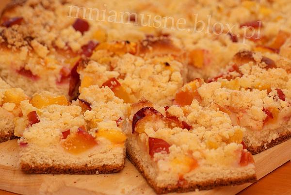 Ciasto drożdżowe z nektaryną i śliwką