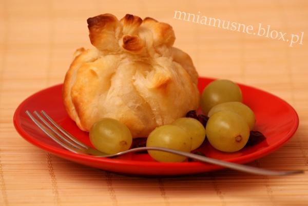 Sakiewki z serem Camembert i żurawiną