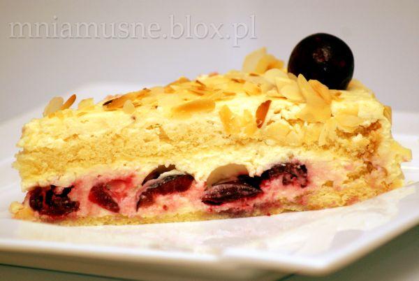 Tort amaretto  z wiśniami